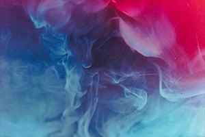 Rauch  Schwaden in Pink und Blau